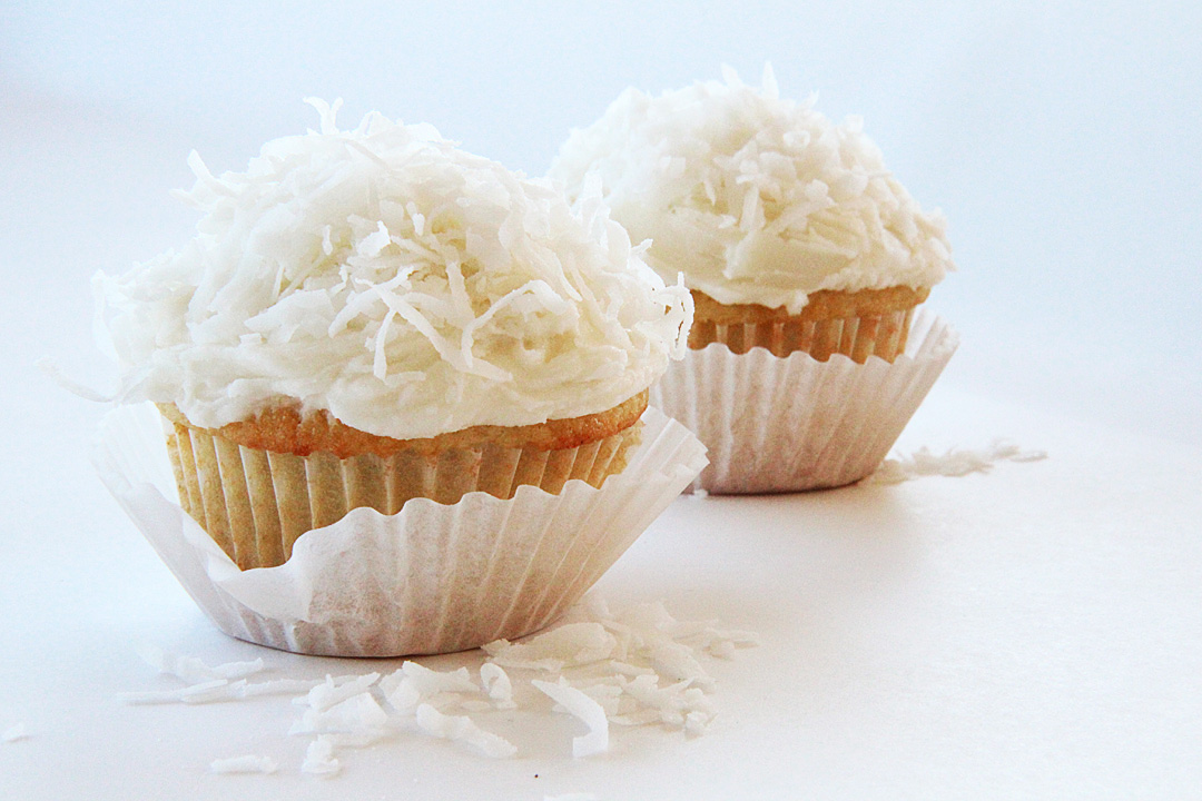 recipe: coconut buttercream frosting for cupcakes [7]